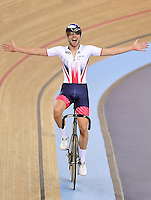 Picture by Alex Broadway/SWpix.com - 04/03/2016 - Cycling - 2016 UCI Track Cycling World Championships, Day 3 - Lee Valley VeloPark, London, England - Jonathan Dibben of Great Britain celebrates victory in the Men's Points Race Final.
