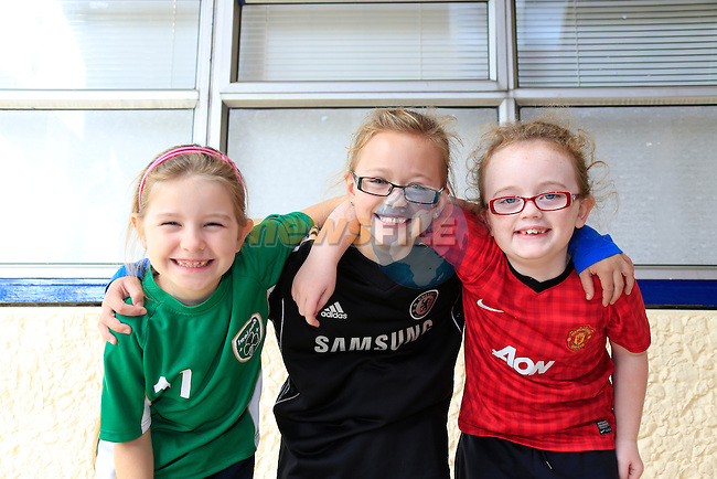 Caoimhe Murphy<br /> Venessa pertrikaite<br /> Jade kelly<br /> GOAL Jersey Day in Marymount National School.<br /> Picture Fran Caffrey www.golffile.ie