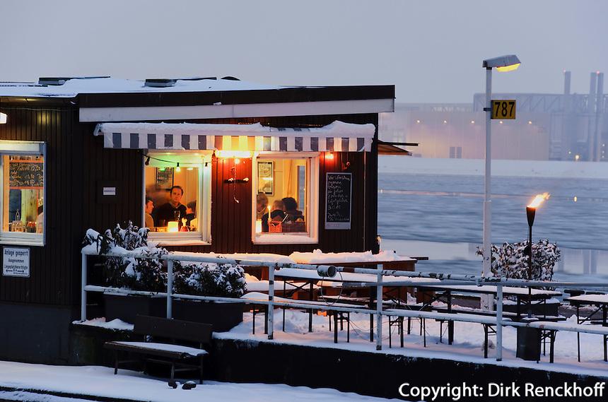 Imbiss auf dem Fähranlager der der Elbe, Ponton op 'n Bulln, Hamburg-Blankenese,  Deutschland