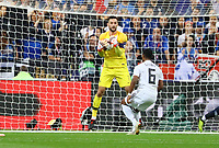 Torwart Hugo Lloris (Frankreich, France) haelt gegen Serge Gnabry (Deutschland Germany)- 16.10.2018: Frankreich vs. Deutschland, 4. Spieltag UEFA Nations League, Stade de France, DISCLAIMER: DFB regulations prohibit any use of photographs as image sequences and/or quasi-video.