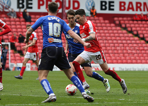 09.04.2016. Oakwell, Barnsley, England. Skybet League One. Barnsley versus Chesterfield. Barnsley's Adam Hammill runs the ball into the box as the game gets late