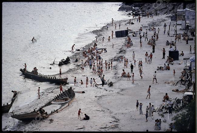 "Vietnamese ""boat people"" in Pilau Bidong. Malaysia, July 1979."