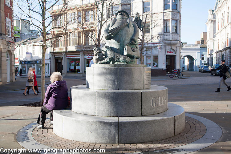 "The Giles statue commemorates the well loved ""Grandma"" character featured in the cartoons of Carl Giles ( lived 1916-1995), Ipswich, Suffolk, England"