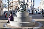 """The Giles statue commemorates the well loved """"Grandma"""" character featured in the cartoons of Carl Giles ( lived 1916-1995), Ipswich, Suffolk, England"""