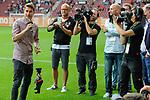06.08.2017, WWK-Arena, Augsburg, GER, 1.FBL, Testspiel,FC Augsburg vs PSV Eindhoven, im Bild<br /> <br /> bei seiner Verabschiedung, Paul VERGAEGH (FC Augsburg #2)<br /> <br /> Foto &copy; nordphoto / Schreyer