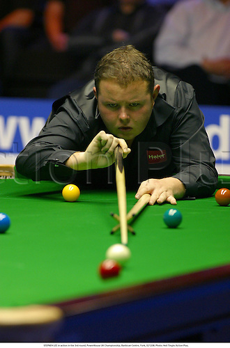 STEPHEN LEE in action in the 3rd round, PowerHouse UK Championship, Barbican Centre, York, 021208. Photo: Neil Tingle/Action Plus....2002.snooker