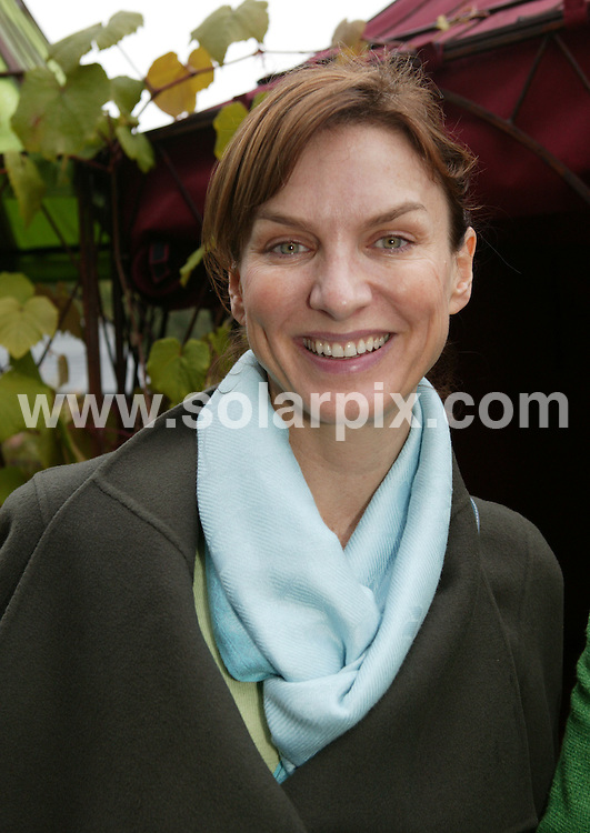 **ALL ROUND PICTURES FROM SOLARPIX.COM**.**WORLDWIDE SYNDICATION RIGHTS**.Celebrities attend a wet and rainy day at the 2007 Chelsea Flower show in London, 21.05.07.  This pic: Fiona Bruce..JOB REF:   3988    GFR        DATE: 21.05.07.**MUST CREDIT SOLARPIX.COM OR DOUBLE FEE WILL BE CHARGED* *UNDER NO CIRCUMSTANCES IS THIS IMAGE TO BE REPRODUCED FOR ANY ONLINE EDITION WITHOUT PRIOR PERMISSION*