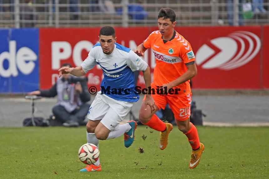 Leon Balogun (SV98) gegenRobert Zulj(Fuerth) - SV Darmstadt 98 vs. SpVgg. Greuther Fuerth, Stadion am Boellenfalltor