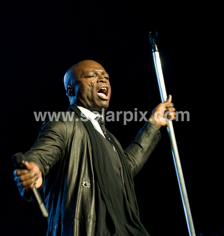 **ALL ROUND PICTURES FROM SOLARPIX.COM**.**SYNDICATION RIGHTS FOR UK, AUSTRALIA, DENMARK, PORTUGAL, S. AFRICA, SPAIN & DUBAI (U.A.E) ONLY**.in Concert at Radio City Music Hall in New York, USA. 16 April 2009..This pic: Seal..JOB REF: 8815 PHZ (Mayer)    DATE: 16_04_2009.**MUST CREDIT SOLARPIX.COM OR DOUBLE FEE WILL BE CHARGED**.**ONLINE USAGE FEE GBP 50.00 PER PICTURE - NOTIFICATION OF USAGE TO PHOTO @ SOLARPIX.COM**.**CALL SOLARPIX : +34 952 811 768 or LOW RATE FROM UK 0844 617 7637**