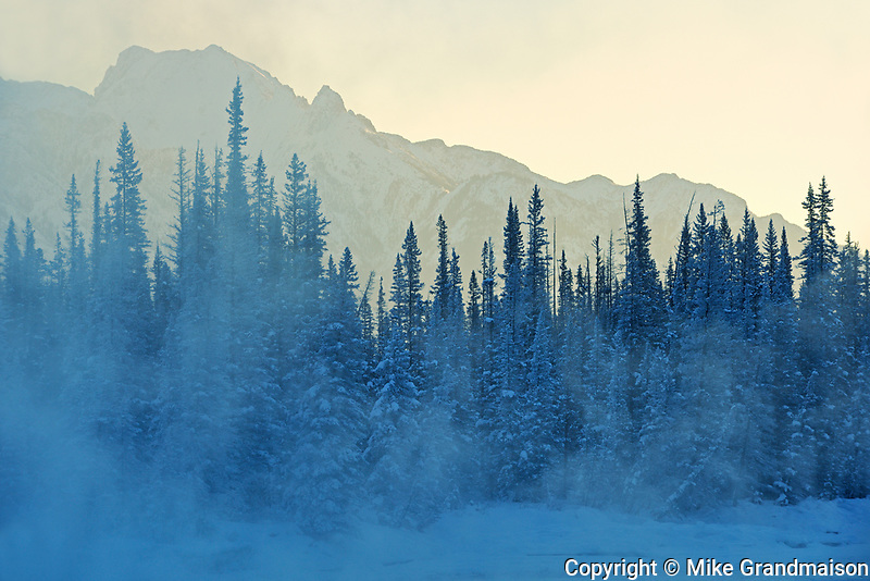 Morning fog on the Bow River at Castle Junction, Banff National Park, Alberta, Canada
