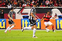 ATENCAO EDITOR: FOTO EMBARGADA PARA VEÍCULOS INTERNACIONAIS. - RIO DE JANEIRO, RJ, 26 DE SETEMBRO DE 2012 - CAMPEONATO BRASILEIRO - FLAMENGO X ATLETICO MG - Leo Moura, jogador do Flamengo, durante partida contra o Atletico MG, pela 14a rodada do Campeonato Brasileiro, no Stadium Rio (Engenhao), na cidade do Rio de Janeiro, nesta quarta, 26. FOTO BRUNO TURANO BRAZIL PHOTO PRESS