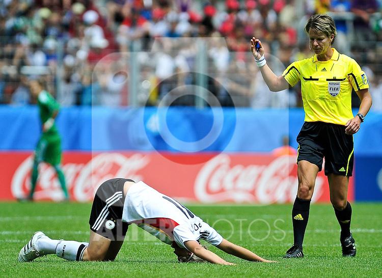 20.07.2010, , Augsburg, GER, FIFA U-20 Frauen Worldcup, Frankreich vs Deutschland, im Bild Alexandra POPP (FCR Duisburg #11) am Boden, Foto © nph / Roth