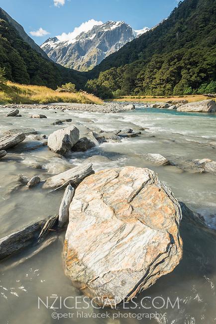 Matukituki River in Matukituki Valley, Mount Aspiring National Park, Central Otago, South Island, New Zealand