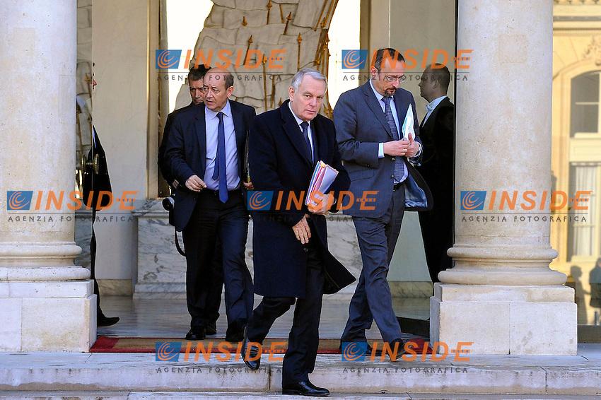 Jean-Yves Le Drian Ministro della Difesa, Jean-Marc Ayrault Primo Ministro.Parigi 16/1/2013 Eliseo.Consiglio di sicurezza sul Mali.Foto Gerard Roussel / Panoramic / Insidefoto.ITALY ONLY
