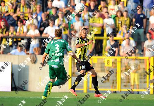 2014-07-26 / Voetbal / seizoen 2014-2015 / SK Lierse - KV Oostende / Niels De Schutter met Wanderson Maciel Sousa Campos (r. Lierse)<br /><br />Foto: mpics.be