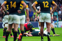 Eben Etzebeth of South Africa is treated for a head injury during a break in play. Old Mutual Wealth Series International match between England and South Africa on November 12, 2016 at Twickenham Stadium in London, England. Photo by: Patrick Khachfe / Onside Images