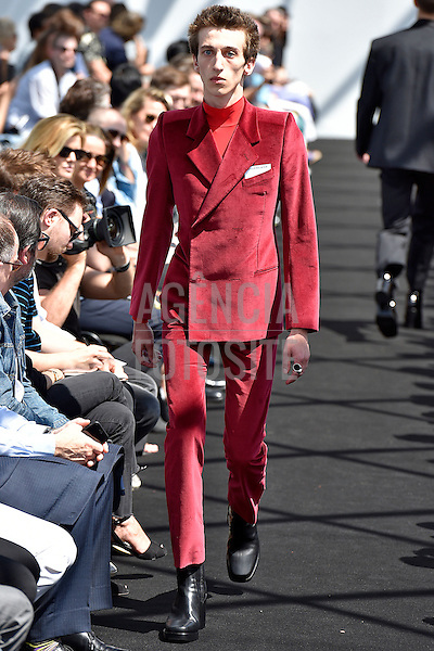 Balenciaga<br /> <br /> Paris Masculino- Ver&atilde;o 2017<br /> junho/2016<br /> <br /> foto: FOTOSITE