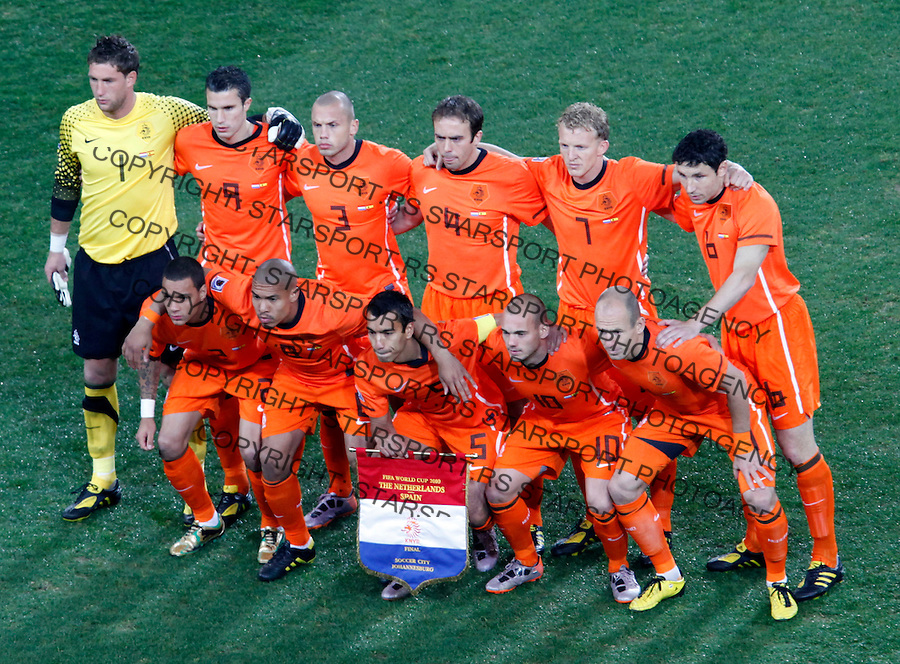 Dutch Holland National football team pose for photo, Soccer, Football - 2010 FIFA World Cup - Johannesburg, South Africa, Sunday, July, 11, 2010. Final match, Netherlands vs Spain, Soccer City Stadium (credit & photo: Pedja Milosavljevic / +381 64 1260 959 / thepedja@gmail.com / STARSPORT )