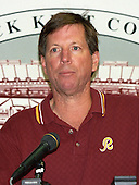 Washington Redskins head coach Norv Turner speaks to the media following his team's 21 - 14 victory over the New York Giants at Jack Kent Cooke Stadium in Raljon, Maryland on Sunday, November 1, 1998.  It was the Redskins' first victory of the season after opening the year with seven straight losses.<br /> Credit: Ron Sachs / CNP