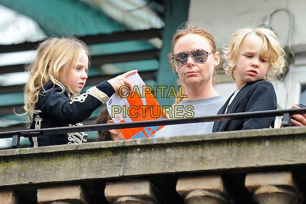 Stella McCartney Children Br Attending Sir Paul Busking Covent Garden