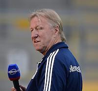 FUSSBALL INTERNATIONAL Laenderspiel Freundschaftsspiel U 21   Deutschland - Frankreich     13.08.2013 DFB Trainer Horst Hrubesch (Deutschland) mit Mikro