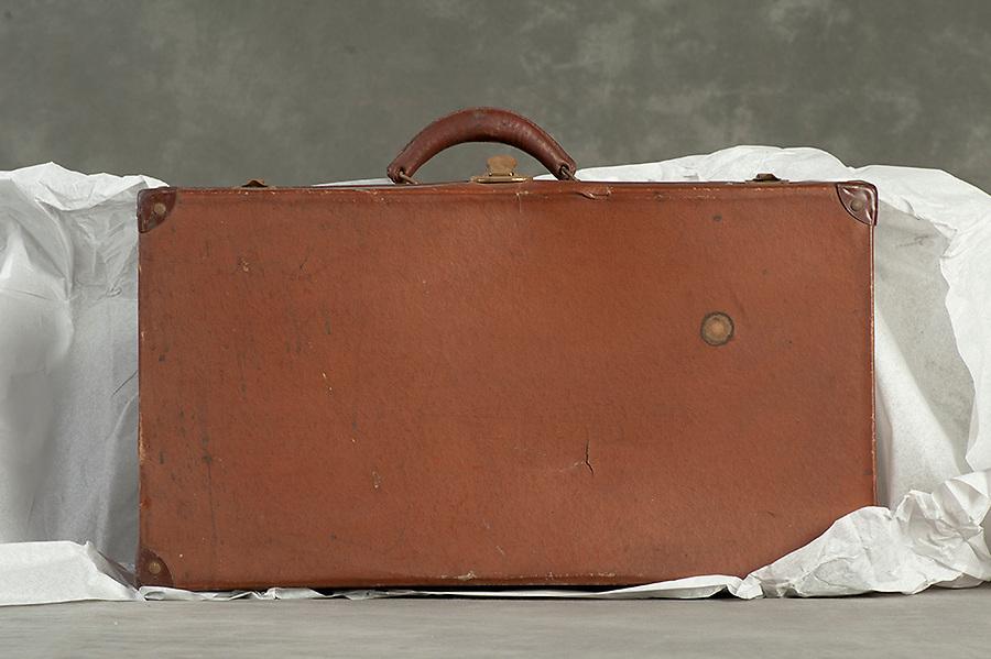 Willard Suitcases / Arthur T / ©2014 Jon Crispin