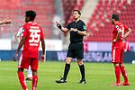 Manuel Gräfe / Graefe (SR), (Schiedsrichter / Referee)<br /> <br /> <br /> Sport: nphgm001: Fussball: 1. Bundesliga: Saison 19/20: 33. Spieltag: 1. FSV Mainz 05 vs SV Werder Bremen 20.06.2020<br /> <br /> Foto: gumzmedia/nordphoto/POOL <br /> <br /> DFL regulations prohibit any use of photographs as image sequences and/or quasi-video.<br /> EDITORIAL USE ONLY<br /> National and international News-Agencies OUT.