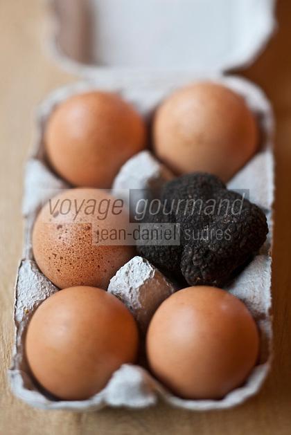 Europe/France/Aquitaine/24/Dordogne/Saint-Cyprien/Pechalifour: Truffes noires et oeufs , Tuber Melanosporum chez Edouard Aynaud, à la truffière de Péchalifour