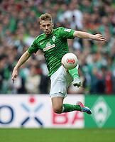 FUSSBALL   1. BUNDESLIGA   SAISON 2012/2013    33. SPIELTAG SV Werder Bremen - Eintracht Frankfurt                   11.05.2013 Aaron Hunt (SV Werder Bremen) Einzelaktion am Ball