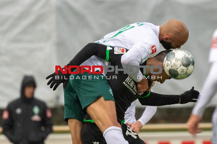 12.01.2020, Platz 11 am wohninvest Weserstadion, Bremen, GER, FSP SV WERDER BREMEN (GER)  vs Hannover 96<br /> <br /> im Bild / picture shows <br /> <br /> Kopfball Ömer / Oemer Toprak (Werder Bremen #21)<br /> Marc Stendera (Hannover 96 #18)<br /> <br /> Foto © nordphoto / Kokenge