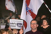 contestazione a Bettino Craxi, PSI, durante una manifestazione della lega Nord, 1994