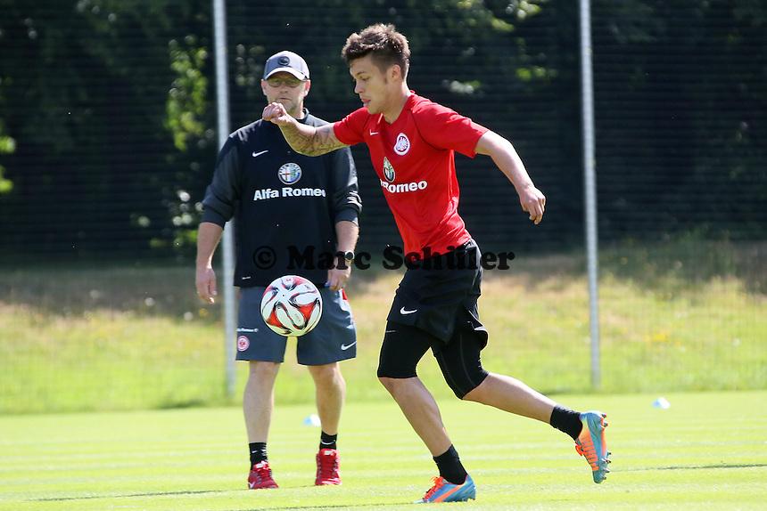 Trainer Thomas Schaaf (Eintracht) beobachtet Vaclav Kadlec - Eintracht Frankfurt Trainingsauftakt, Commerzbank Arena