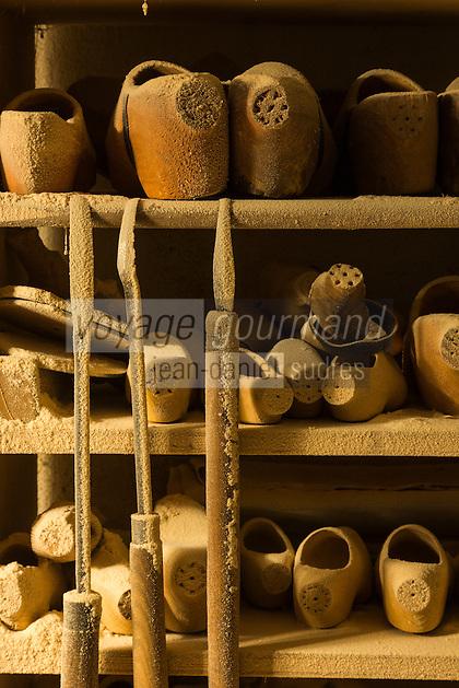 Italie, Val d'Aoste, Val d'Ayas,  Ayas, Antagnod:  Sabotier - Les sabotiers d'Ayas sont renommés pour leur habileté dans le travail du bois pour la fabrication des sabots // Italy, Aosta Valley, Ayas, Antagnod:  The woodwork of the sabotiers d'Ayas is renowned for its sabot shoes, known in the local dialect as tsôques.<br /> AUTO N°: 2013-159
