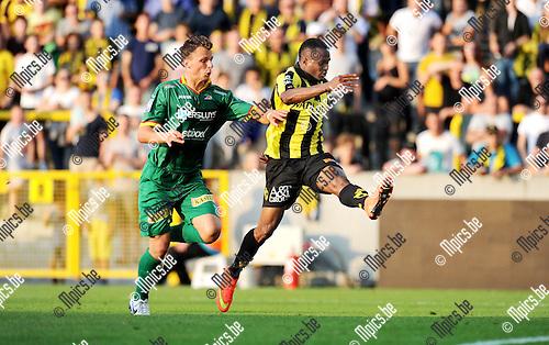 2014-07-26 / Voetbal / seizoen 2014-2015 / SK Lierse - KV Oostende / Frederic Brillant kan Alhassane Keita hier niet beletten de 2-0 te scoren.<br /><br />Foto: mpics.be