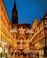 Frankreich, Elsass, Strassburg: Weihnachtsbeleuchtung vor dem Strassburger Muenster | France Alsace, Strasbourg: Christmas decorations outside cathedral