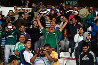 MANIZALES -COLOMBIA, 23-11-2013. Hinchas del Deportivo Cali celebran la victoria de su equipo sobre Once Caldas durante partido válido por la fecha 3 de los cuadrangulares finales de la Liga Postobón II 2013 jugado en el estadio Palogrande de la ciudad de Manizales./ Deportivo Cali supporters celebrate the victory over Once Caldas during match for the 3rd date of final quadrangulars of the Postobon  League II 2013 at Palogrande stadium in Manizales city. Photo: VizzorImage/Santiago Osorio/STR