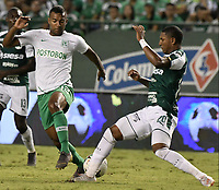 PALMIRA - COLOMBIA, 26-05-2019: Juan Camilo Angulo del Cali disputa el balón con Christian Mafla de Nacional durante partido entre Deportivo Cali y Atlético Nacional por la fecha 4, cuadrangulares semifinales, de la Liga Águila I 2019 jugado en el estadio Deportivo Cali de la ciudad de Palmira. / Juan Camilo Angulo of Cali vies for the ball with Christian Mafla of Nacional during match between Deportivo Cali and Atletico Nacional for the date 4, semifinal quadrangulars, as part Aguila League I 2019 played at Deportivo Cali stadium in Palmira city.  Photo: VizzorImage / Gabriel Aponte / Staff