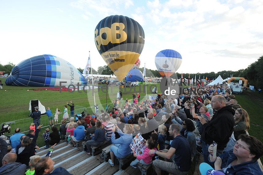 BALLONVAREN: JOURE: 30-07-2017, Nutsbaan, Ballonfeesten Joure, ©foto Martin de Jong
