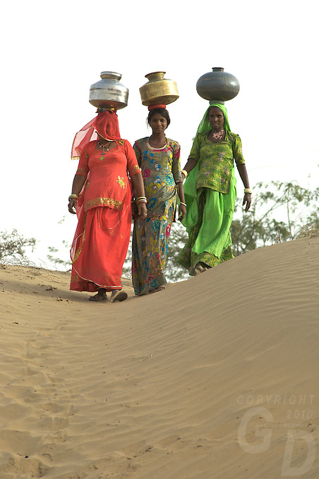 Thar desert, Rajasthan Women collecting drinking water