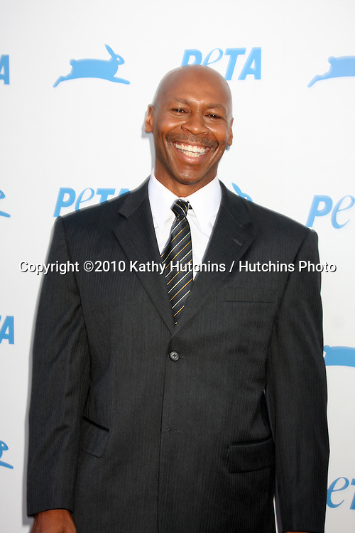 LOS ANGELES - SEP 25:  Kevin Eubanks arrives at the PETA 30th Anniversary Gala at Hollywood Palladium on September 25, 2010 in Los Angeles, CA