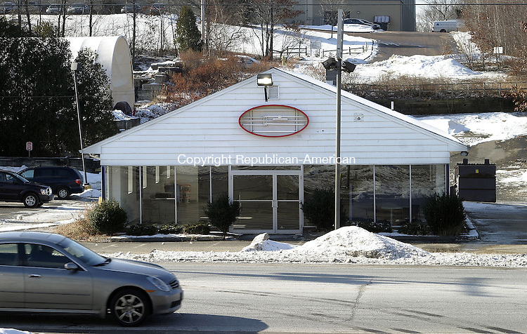 WATERBURY, CT -03 JANUARY 2007 -010208DA02- A local businessman purchased the old Kia car dealership on Straits Turnpike in Watertown with intent to convert it into a fast-food eatery if approved.<br /> <br /> Darlene Douty/Republican-American