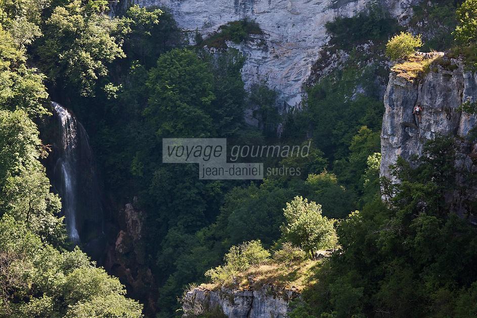 Europe/Europe/France/Midi-Pyrénées/46/Lot/Autoire: Le cirque d'Autoire,  sa cascade et grimpeur dans la falaise