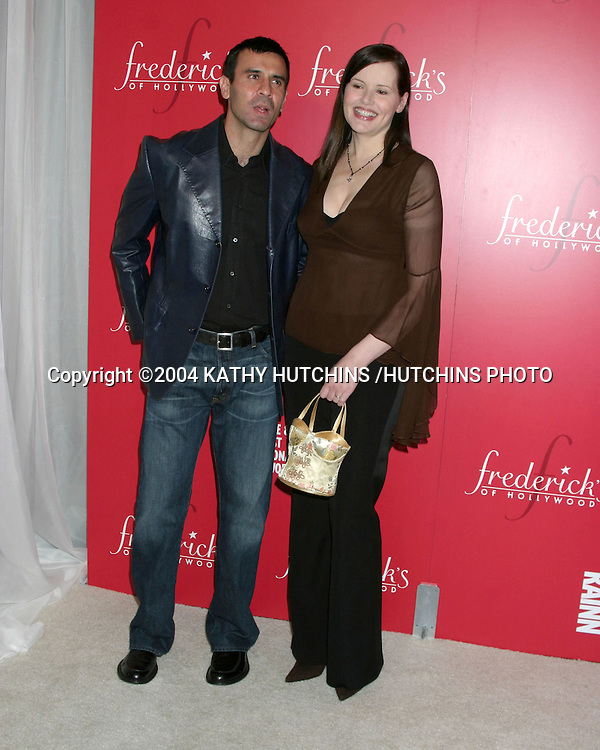 ©2004 KATHY HUTCHINS /HUTCHINS PHOTO.FREDERICKS OF HOLLYWOOD LINGERIE ART AUCTION.HOLLYWOOD, CA.OCTOBER 20, 2004..GEENA DAVIS AND HUSBAND