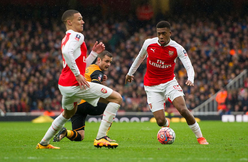 Arsenal's Alex Iwobi battles for possession with Hull City's Shaun Maloney<br /> <br /> Photographer Ashley Western/CameraSport<br /> <br /> Football - The FA Cup Fifth Round - Arsenal v Hull City - Saturday 20th February 2016 - Emirates Stadium - London<br /> <br /> &copy; CameraSport - 43 Linden Ave. Countesthorpe. Leicester. England. LE8 5PG - Tel: +44 (0) 116 277 4147 - admin@camerasport.com - www.camerasport.com