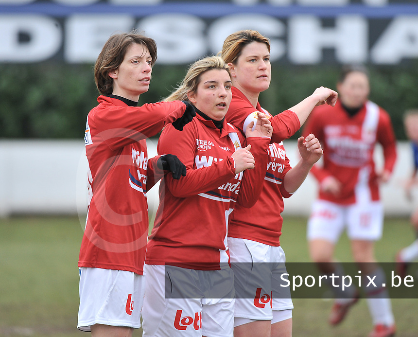 AA Gent Ladies - RAEC Mons : Aurore Stellmaszewski ,  Vanessa Kerckhofs en Emilie Vanardois (rechts).foto Joke Vuylsteke / Vrouwenteam.be