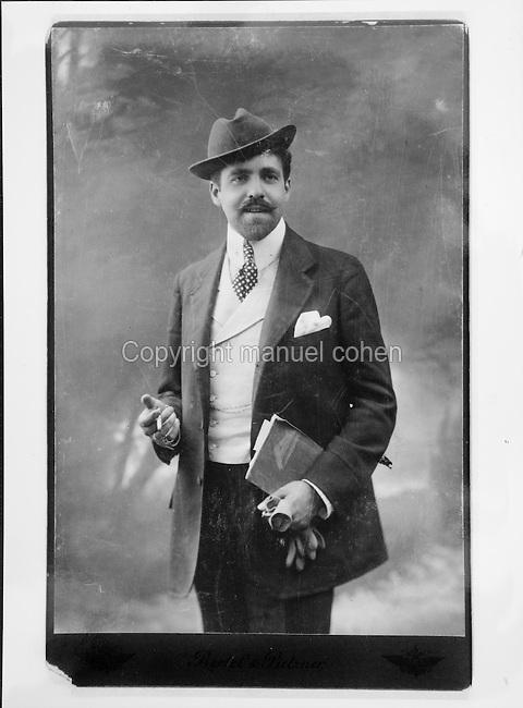 Portrait of Reynaldo Hahn, 1874-1947, Venezuelan-French composer, photograph taken c. 1906. Copyright © Collection Particuliere Tropmi / Manuel Cohen