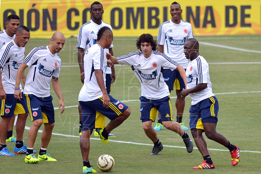BARRANQUILLA-COLOMBIA- 8 -10--2013 .Entrenamineto de la selecci—n Colombia de mayores de futbol en el estadio Metroplitano  de Barranquilla en preparacion para su encuentro con la selecci—n de Chile rumbo al mundial brasil 2014.  / Training biggest selection of soccer Colombia in Barranquilla Metropiltano stadium  in preparation for his meeting with the selection of Chile brazil 2014 due to global..Photo: VizzorImage / Alfonso Cervantes / Staff
