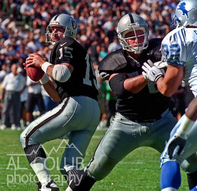 Oakland Raiders vs. Detroit Lions at Oakland Alameda County Coliseum Sunday, October 13, 1996.  Raiders beat Lions  37-21.  Oakland Raiders quarterback Jeff Hostetler (15).