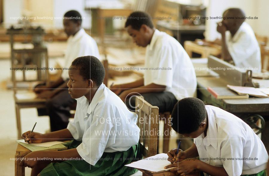 TANZANIA Bagamoyo, vocational training for young women / TANSANIA Bagamoyo, Berufsausbildung Bildung für junge Frauen