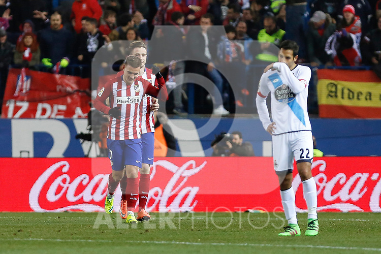 Atletico de Madrid´s players celebrate Antoine Griezmann goal during 2015-16 La Liga match between Atletico de Madrid and Deportivo de la Coruna at Vicente Calderon stadium in Madrid, Spain. March 12, 2016. (ALTERPHOTOS/Victor Blanco)